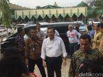 Luhut dan Ruhut Temui Relawan Jokowi di Asrama Haji Medan