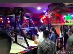 Video: Jokowi Main Bareng Cucu, Unjuk Kebolehan Main Basket