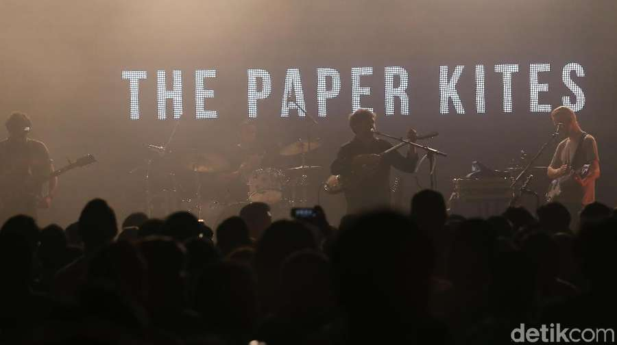 Penampilan Manis The Paper Kites di Noice Fest 2017