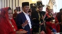 Video: Saat Jokowi-Iriana dan Bobby-Kahiyang Ulangi Aksi Manortor