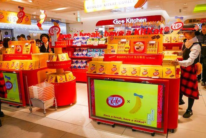 Kit Kat rasa Tokyo Banana dijual dalam waktu terbatas. Pada 15 November lalu, camilan ini dijual eksklusif di Tokyo Station. Foto: Istimewa