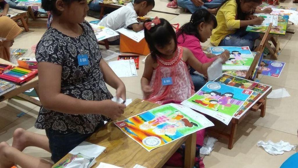 Serunya Anak-anak Mewarnai di Transmart Carrefour Cempaka Putih