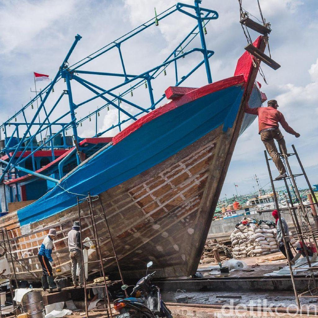 Foto: Mengintip Bengkel Reparasi Kapal di Muara Angke
