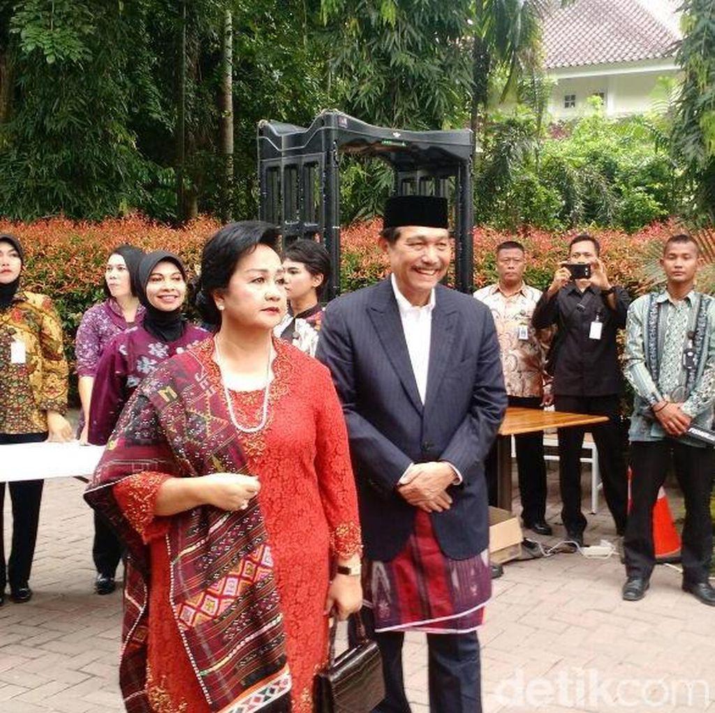 Luhut dan Istri Hadiri Puncak Pesta Adat Kahiyang-Bobby di Medan