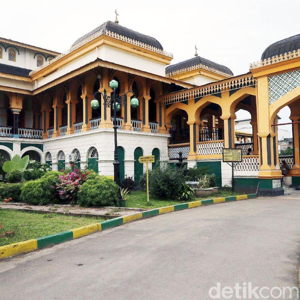 Foto: Menyusuri Kesultanan Deli dari Istana Maimun