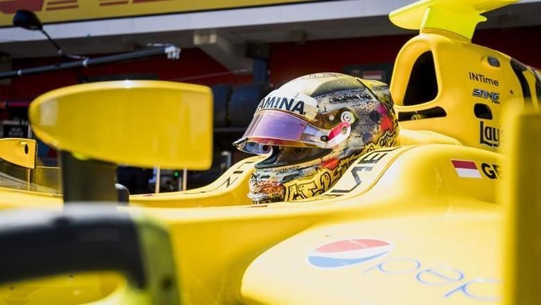 Sean Start dari Posisi ke-17 di Feature Race F2 Abu Dhabi