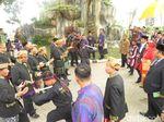 Momen Jokowi-Iriana Disambut Manortor Mundur