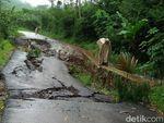Jalan Penghubung 2 Kecamatan di Banjarnegara Ambles Sedalam 1 Meter