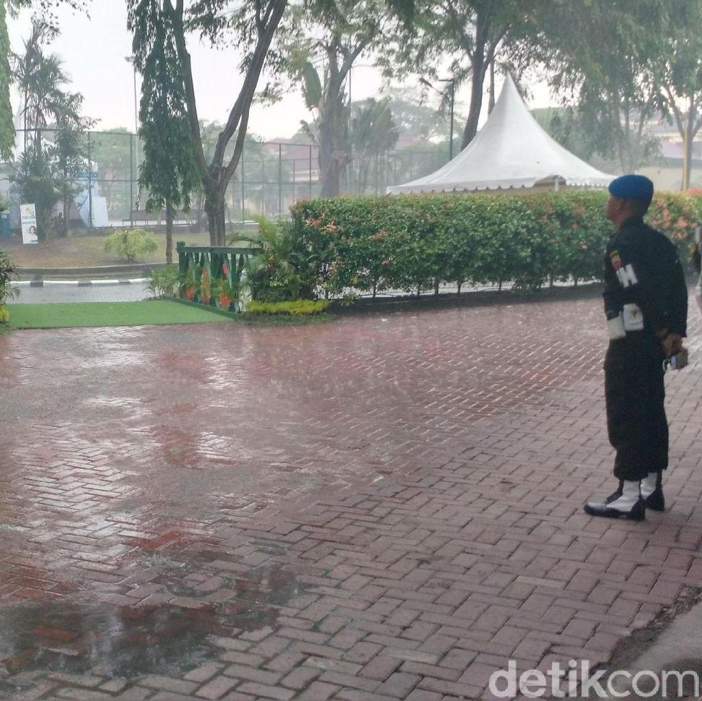 Hujan Turun di Pengujung Pesta Adat Kahiyang-Bobby