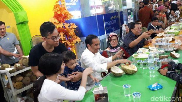 Tempat Makan Durian Asyik di Medan, Jokowi Saja ke Sana