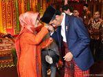 Ibunda Jokowi Turut Hadir di Puncak Pesta Adat Kahiyang-Bobby