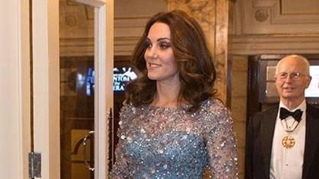 Cantiknya Kate Middleton Bak Putri Disney Pakai Gaun Biru Berpayet