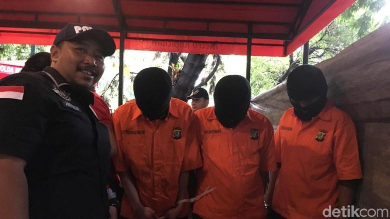 Oknum Ormas Penadah Mobil Objek - Jakarta Polisi menangkap tiga orang oknum ormas di Jawa Barat karena menadah mobil kreditan dari debitur yang Uang