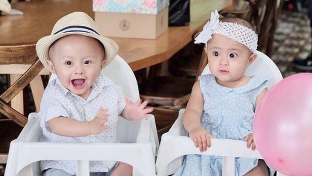 Lucunya si Kembar Anak Cynthia Lamusu dan Surya Saputra