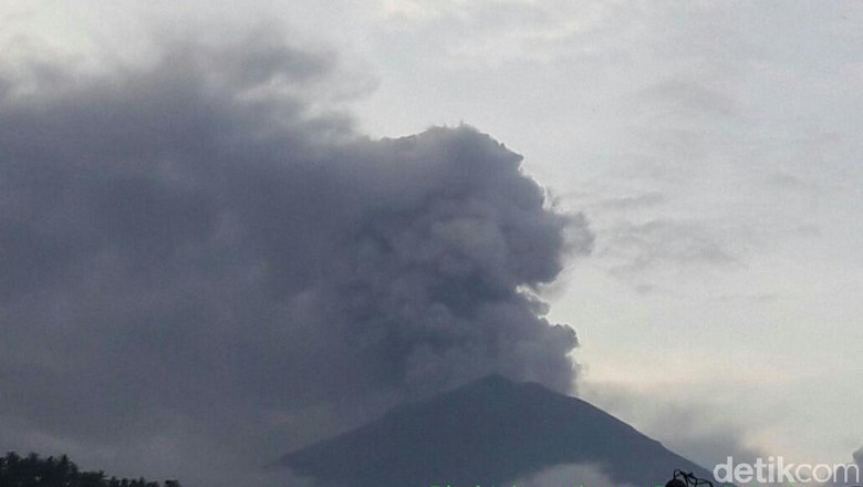 Kadis Tak Semua Penerbangan ke - Jakarta Sedikitnya penerbangan dari dan ke Bali dibatalkan atau dialihkan tadi malam akibat erupsi Gunung Kepala Dinas Pariwisata