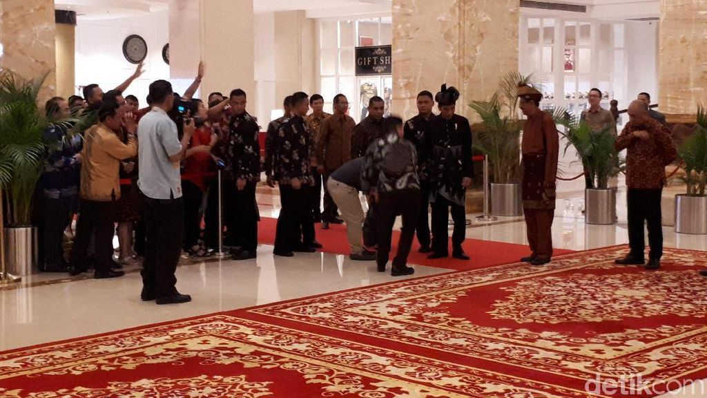 Berpakaian Ala Raja Melayu, Jokowi Temui Raja se-Nusantara