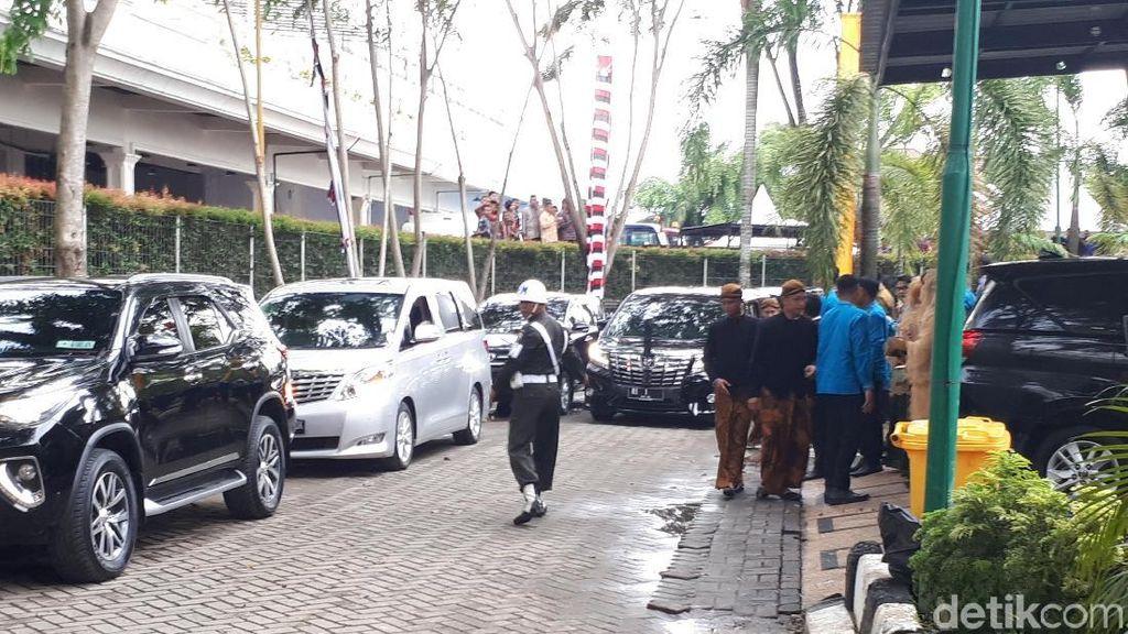 Jokowi Tinggalkan Lokasi Resepsi Kahiyang-Bobby