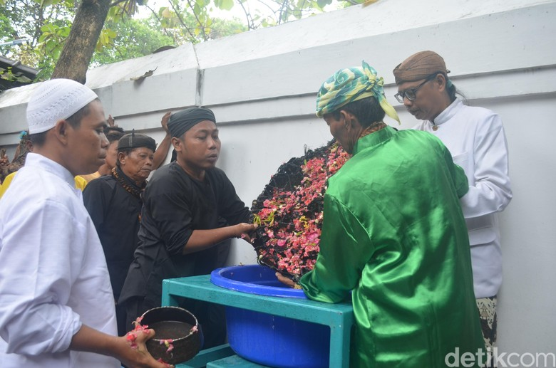 Mengintip Ritual Sakral Nyiram Gong Sekati di Cirebon