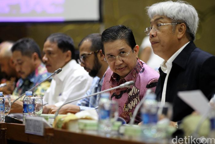 Rapat dihadiri oleh Dirjen Minerba Kementerian ESDM Bambang Gatot Ariyono dan juga Executive Vice President PTFI Tony Wenas.