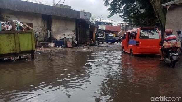 Warga Sukabumi Keluhkan Jalanan Perkotaan Mirip Kolam