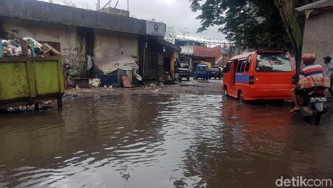 Respons Binamarga Kota Sukabumi Soal Jalan yang Mirip Kolam