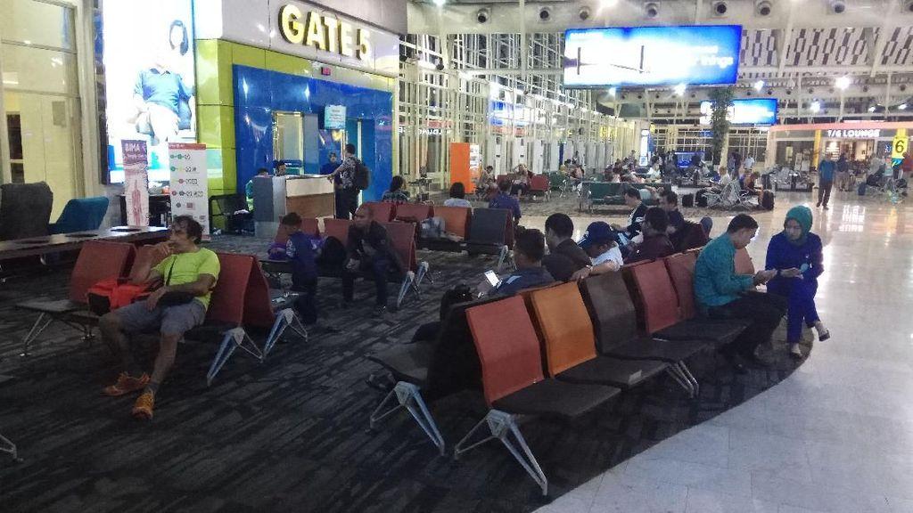 Penerbangan di Bandara Hasanuddin Terganggu Erupsi Gunung Agung
