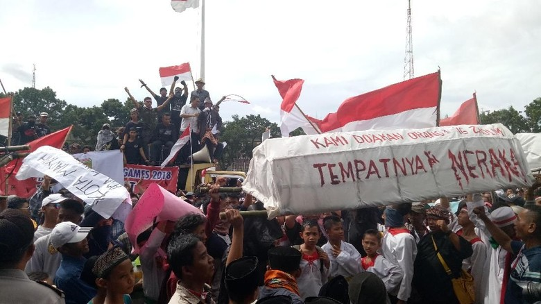 Ingin Gabung Kota Palembang, Warga Geruduk Kantor Gubernur
