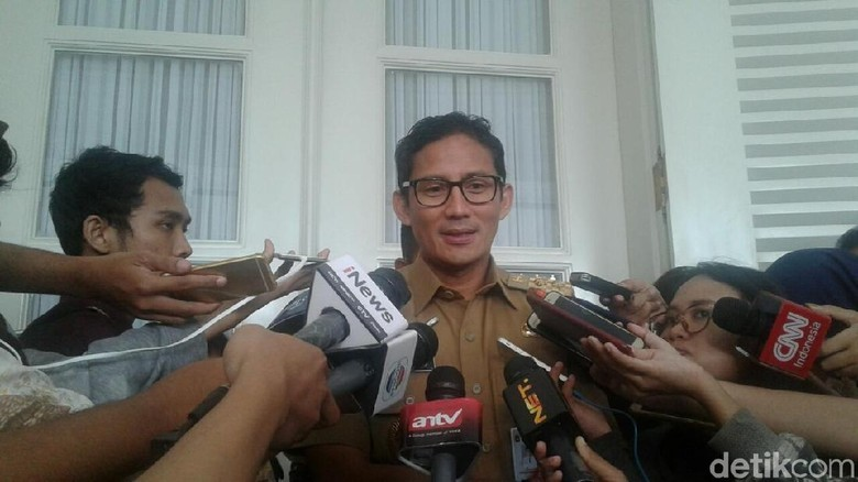 Sandiaga Berniat Jadikan Dewi Persik Duta Tertib Busway