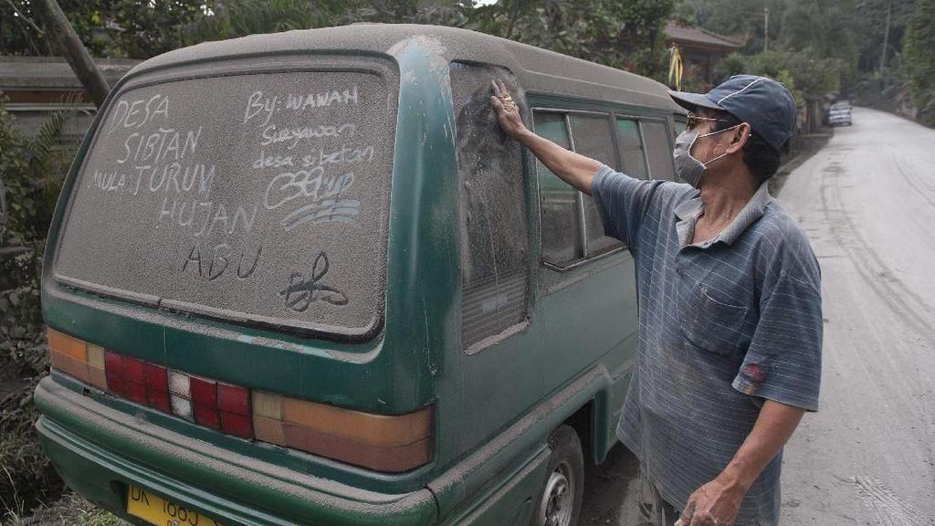Terkena Abu Vulkanik, Bagaimana Cara Membersihkan Mobil?