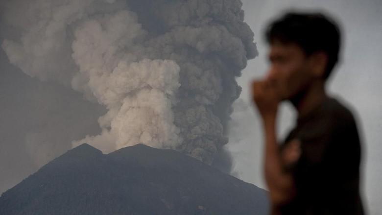 Gunung Agung Erupsi, Penutupan Bandara Bali Diperpanjang 24 Jam