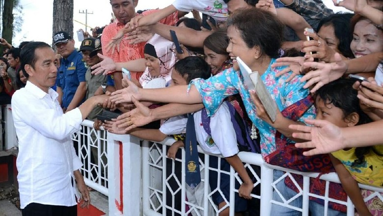 Begini Antusiasme Masyarakat Siantar Bertemu - Pematangsiantar Presiden Joko Widodo menyambangi Kota Pematang Sumatera Ribuan warga antusias menyambut kehadiran Seperti apa tiba di Kota