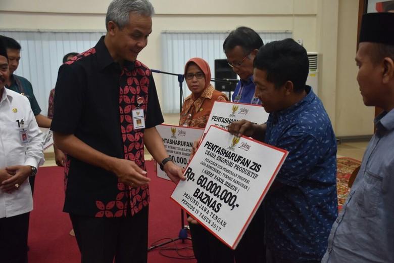 Zakat ASN Jateng Senilai Rp - Semarang Gubernur Jateng Ganjar Pranowo berharap para Aparatur Sipil Negara di pemerintah Provinsi Jawa Tengah semakin sadar untuk