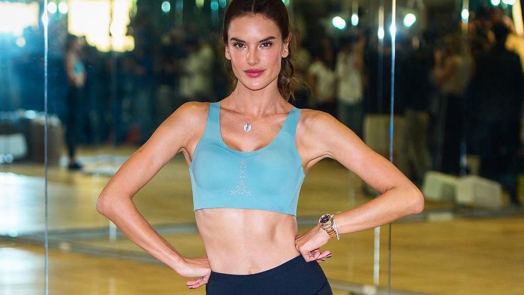 Foto: Mengintip Rahasia Tubuh Ramping Supermodel Alessandra Ambrosio