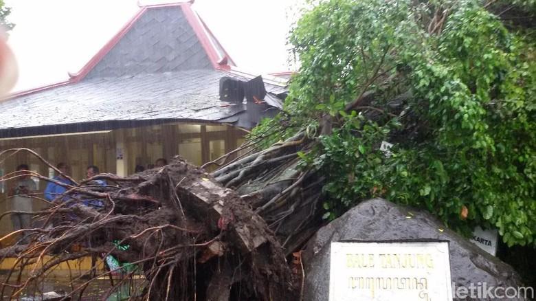 Terdampak Siklon Yogya Naikkan Status - Yogyakarta Wali Kota Haryadi Suyuti telah mengeluarkan SK status siaga darurat SK ini ditekan menyusul bencana alam yang