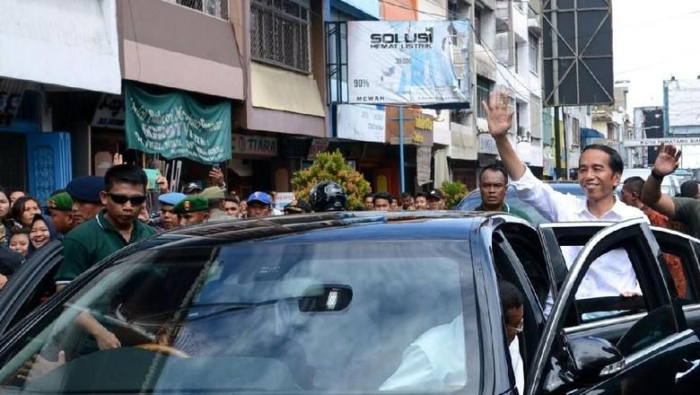 Jokowi Minta Warga Jaga Persaudaraan - Pematangsiantar Presiden Joko Widodo mengunjungi Kota Pematang Sumatera Dalam kesempatan Jokowi mengajak seluruh elemen masyarakat untuk bersama menjaga