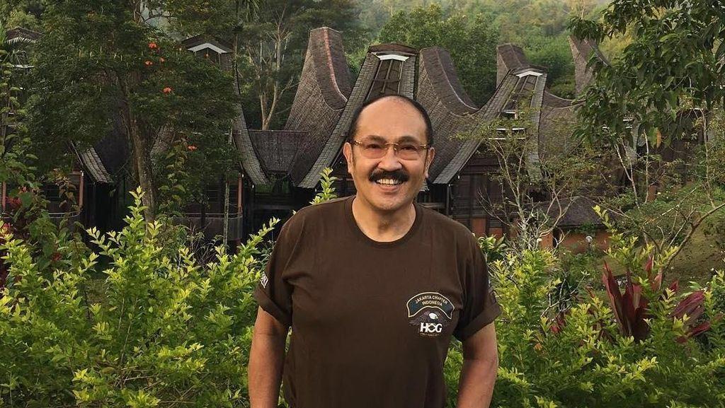 Gaya Busana Pengacara Fredrich Yunadi yang Hartanya Tak Habis 10 Turunan