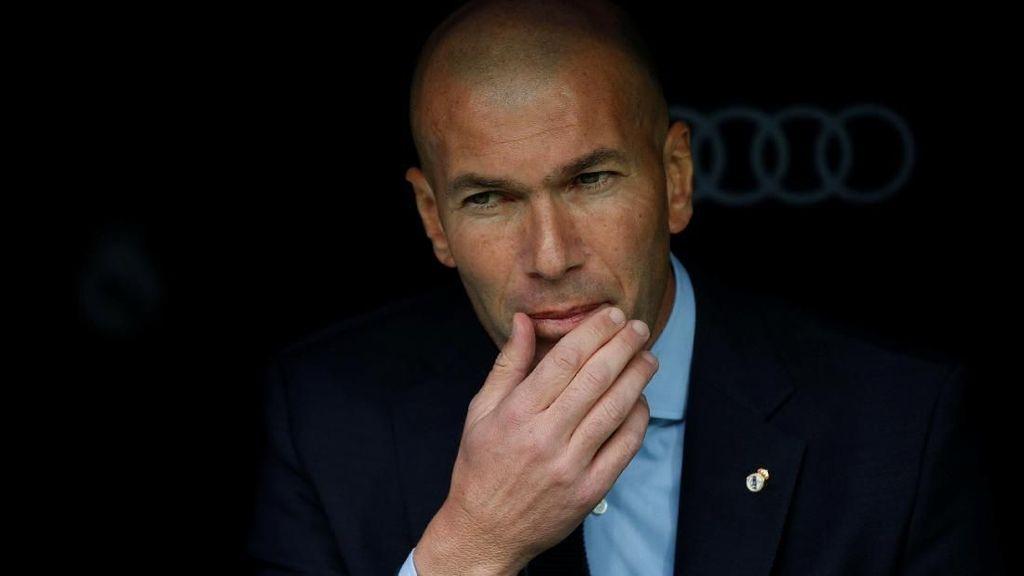 Zidane Akan Bela Benzema sampai Mati