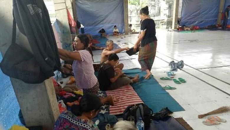 Basarnas Siapkan Baju Tahan Api - Jakarta Badan Nasional Pencarian dan Pertolongan menyiapkan segala upaya untuk membantu evakuasi pengungsi yang terdampak erupsi Gunung Salah