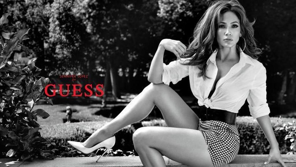 Jennifer Lopez Jadi Model Tertua Iklan Guess