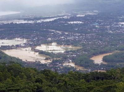 Terjebak Banjir Besar Saat Traveling, Harus Bagaimana?