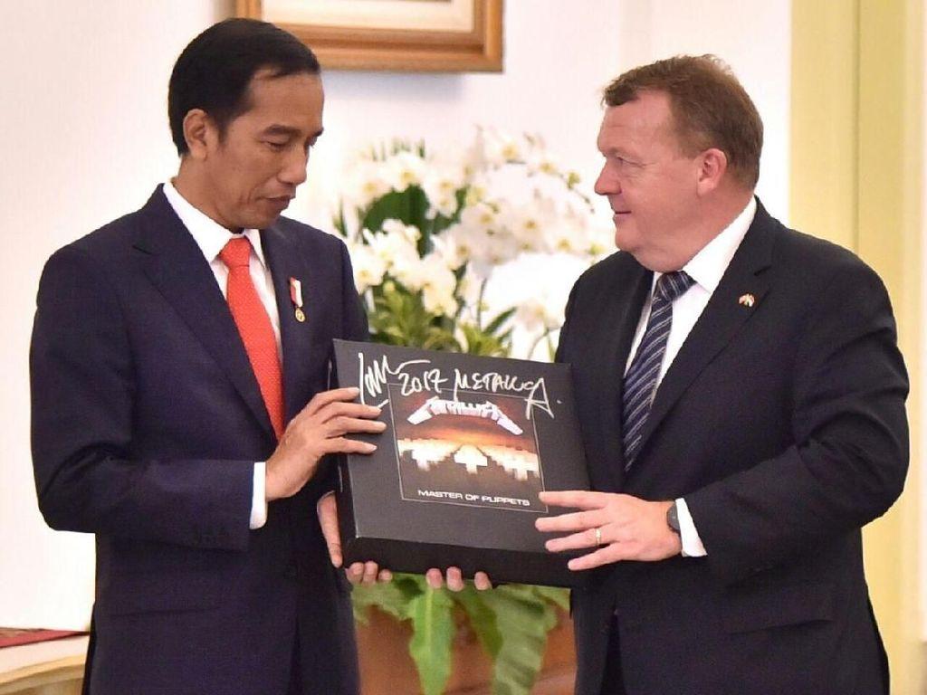 KPK: Jokowi Ganti Vinyl Metallica yang Dirampas Negara Rp 11 Juta