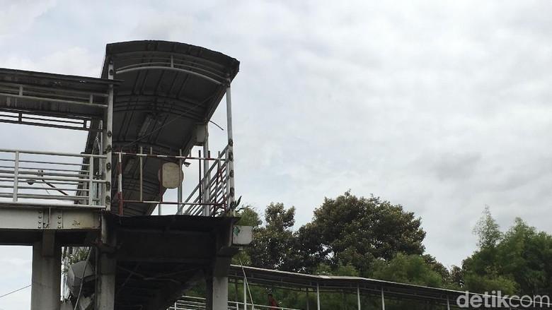 Sandiaga Janji Segera Perbaiki JPO - Jakarta Gubernur DKI Jakarta Sandiaga Uno mengatakan telah menerima laporan tentang jembatan penyeberangan orang rusak yang ada di