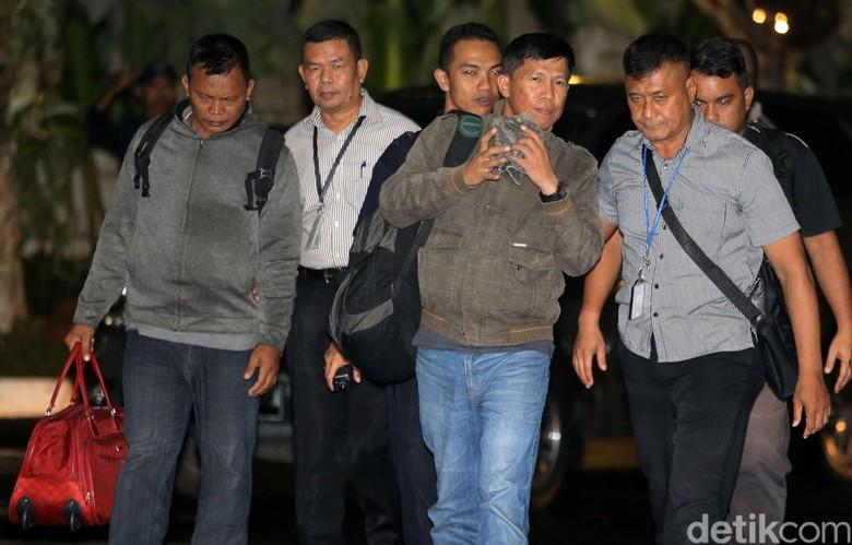 Suap RAPBD KPK Langsung Periksa - Jakarta KPK masih memerlukan keterangan dari yang diduga terlibat dalam suap pemulusan proses pengesahan RAPBD Provinsi Jambi Lima
