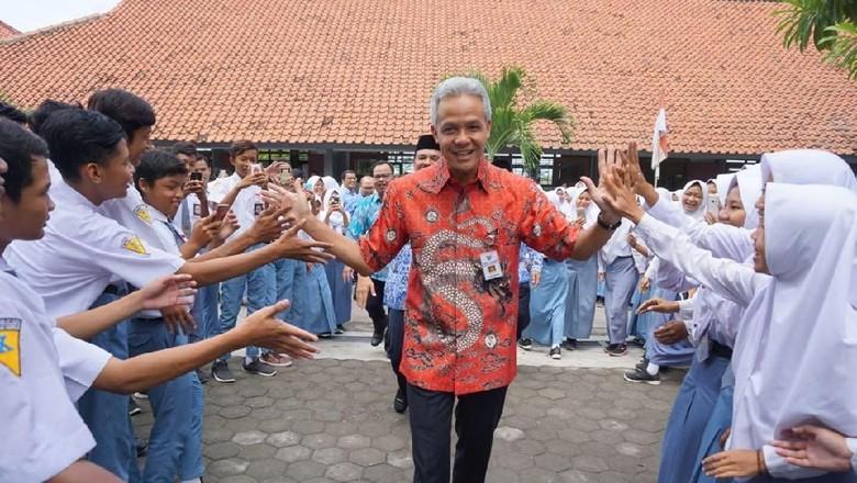Survei Ganjar Ferry Ungguli Sudirman - Jakarta Lingkaran Survei Indonesia Denny JA melakukan survei terkait Pilgub Jawa Tengah LSI Denny JA menjabarkan calon gubernur