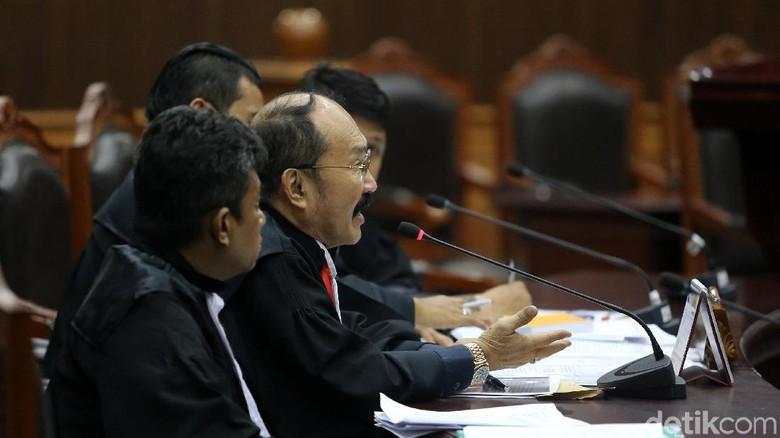 Canda Hakim MK ke Fredrich - Jakarta Sidang gugatan Setya Novanto terhadap di UU KPK digelar Mahakamah Konstitusi Dalam hakim MK pun sempat mencandai