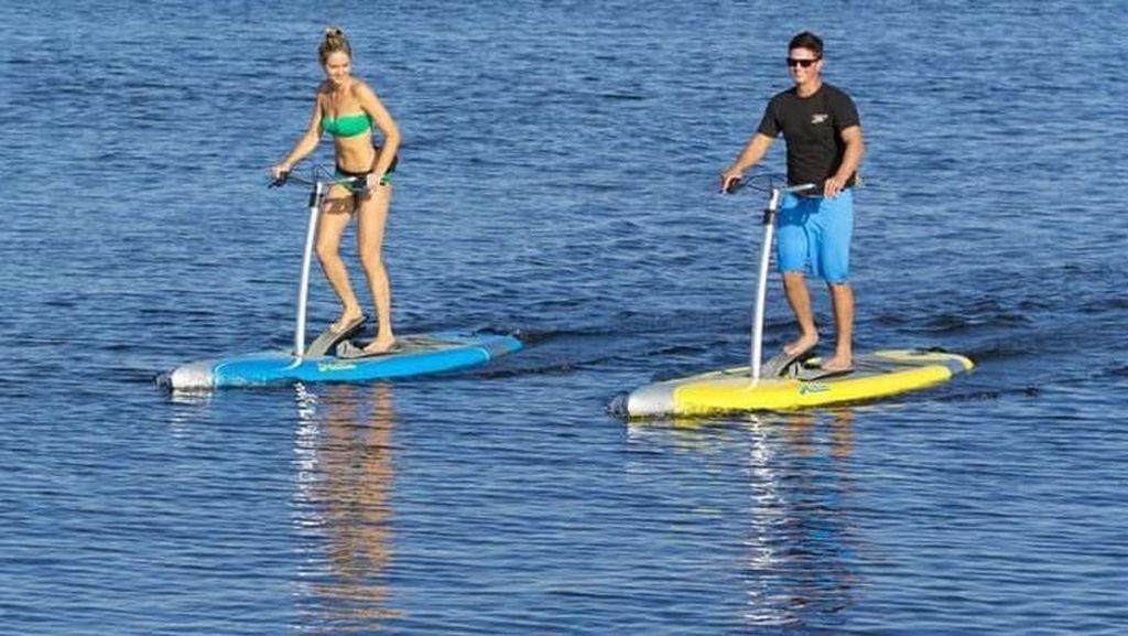 Keren! Paddle Board Ini Bisa Bergerak Tanpa Didayung