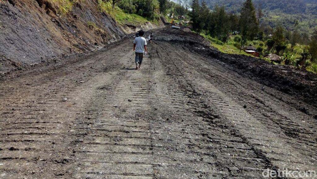 Begini Perjuangan Bangun Jalan Trans Papua