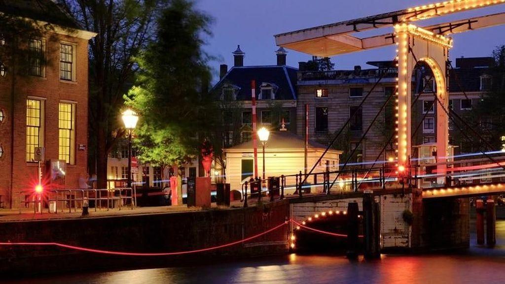 Karya Instalasi Ai Weiwei Mulai Bersinar di Amsterdam Light Festival