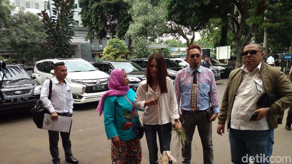Razman Nasution Bawa Kambing ke Polda Metro, Mau Ngapain?