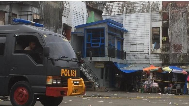 Tas Dikira Bom dan Dicek - Ambon Tas yang dicurigai berisi bom membuat warga Kota yang berada di terminal Mardika dibuat Setelah tas berwarna
